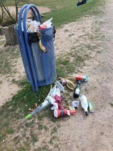 20210403 Mülleimer überfüllt <br> Foto: Lena Thies