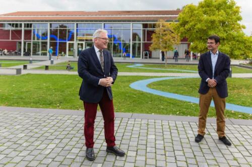 Bürgermeister der Stadt Flörsheim a.M. Dr. Bernd Blisch (links im Bild)